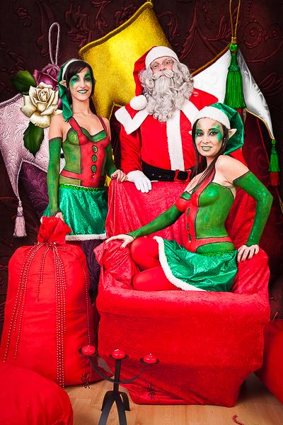 papanoel y elfos con fondo
